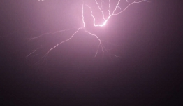 Ο καιρός τρελάθηκε: Άνοιξαν οι ουρανοί στην Αττική και την Τρίτη έρχονται νέες καταιγίδες