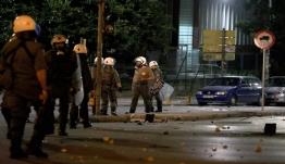 Άγρια επεισόδια στη Θεσσαλονίκη: Μολότοφ και δακρυγόνα έξω από το τουρκικό προξενείο [βίντεο]