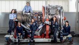 Καταρρίπτοντας τα στερεότυπα: Η Αγγελική Ταχλιαμπούρη από τη Λέρο επισκευάζει αεροπλάνα της Aegean