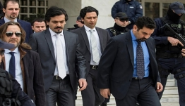 Τι απαντά ο Δένδιας και τι ο Κοτζιάς για το τουρκικό δημοσίευμα με τους «8» αξιωματικούς