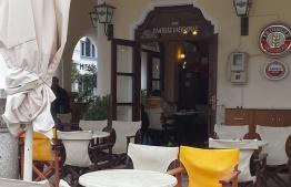 Το καφέ Πλατεία Ελευθερίας ( Piazza Della Liberta ) αναζητεί άτομα για εργασία.