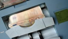 Γεμίζουν χρήματα τα ATM - Πότε πληρώνονται συντάξεις, ΚΕΑ, προνοιακά επιδόματα, επίδομα ενοικίου και επίδομα παιδιού Α21