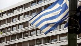 Κυβέρνηση: Εξετάζονται μειώσεις σε ΦΠΑ και συντελεστή φόρου εισοδήματος