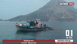 Παραδοσιακή τράτα τραβά τα δίχτυα γεμάτα ψάρια στο δίαυλο Μασουριού- Τελένδου (video)
