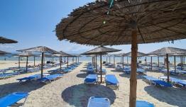 Οι νέοι κανόνες για τις παραλίες – Τι ισχύει για τις ξαπλώστρες, τη μουσική και τις αποστάσεις