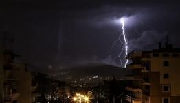 Κεραυνός στην Ακρόπολη: Μαρτυρίες - ΣΟΚ - Ποια η κατάσταση των τραυματιών