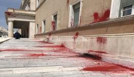 Σάλος από την επίθεση Ρουβίκωνα στον ναό της Δημοκρατίας