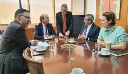 Άμεση αναθεώρηση του Ειδικού Χωροταξικού Πλαισίου των ΑΠΕ ζήτησε ο Περιφερειάρχης Νοτίου Αιγαίου, Γιώργος Χατζημάρκος και ο Δήμαρχος Τήνου, Γιάννης Σιώτος, από τον Υπουργό Περιβάλλοντος Κωστή Χατζηδάκη