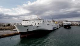 Δεμένα τα πλοία στα λιμάνια: Απαγορευτικό απόπλου για Κυκλάδες από Πειραιά και Ραφήνα