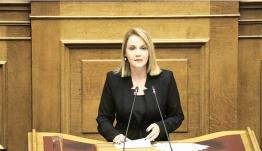 Την ουσιαστική ενίσχυση των νησιών με την εφαρμογή της νησιωτικότητας σε όλους τους νόμους, ζήτησε η Μίκα Ιατρίδη στη δεύτερη ομιλία της για τη συνταγματική αναθεώρηση.