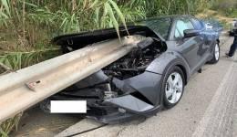 Τροχαίο - ΣΟΚ στη Ρόδο: Προστατευτικό κιγκλίδωμα διαπέρασε αυτοκίνητο
